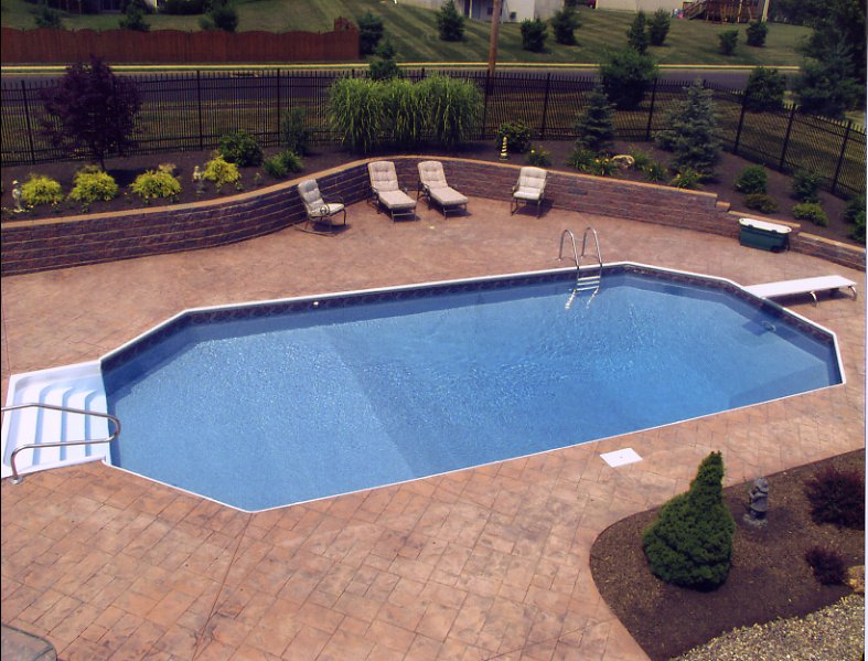 Family friendly pools kid friendly swimming pool features for Pool design retaining wall